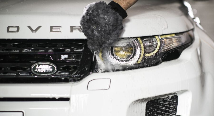 Autonpesua pesukintaalla ja Fure -autonhoitotuotteella