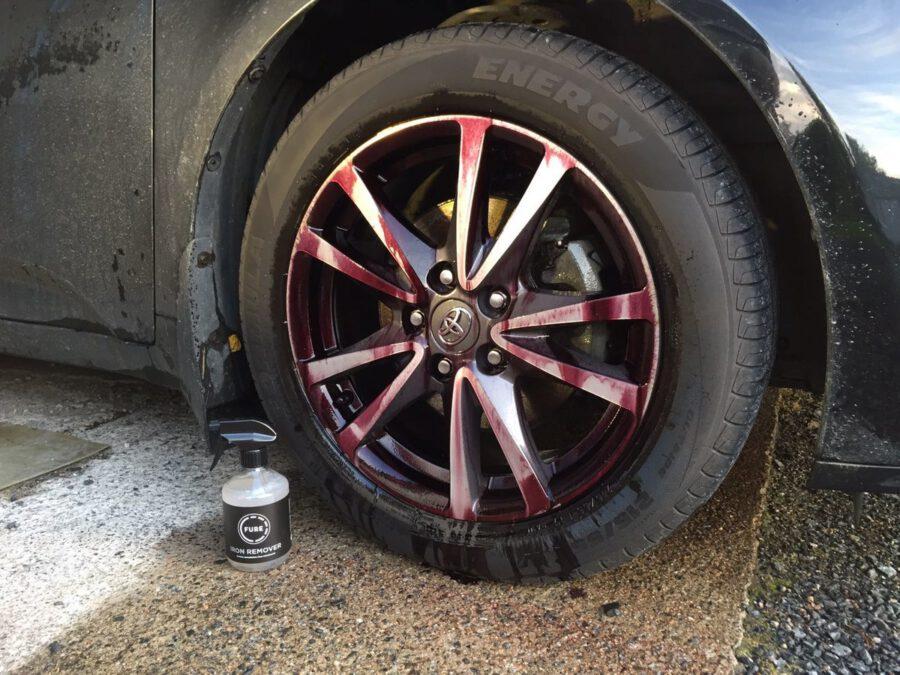 Auton vanne käsiteltynä raudanpoistoaineella